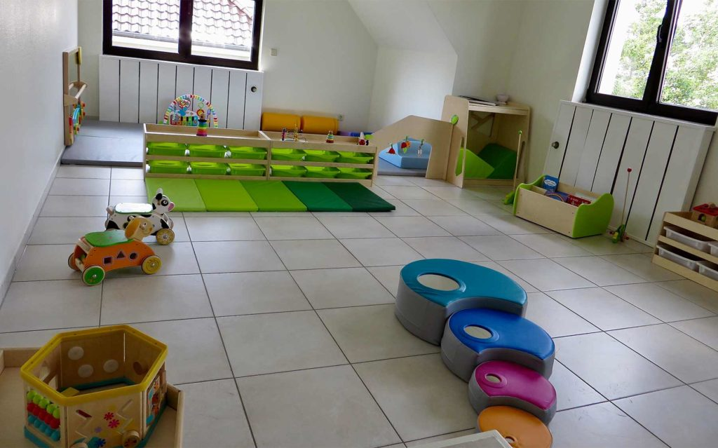 Crèche Les Petites Bouilles à Strassen Luxembourg - Salle de jeux pour les moyens