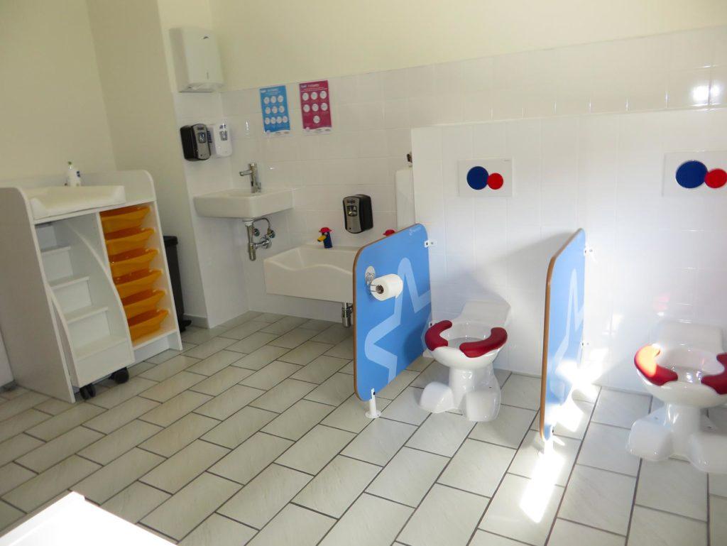 Crèche Les Petites Bouilles à Strassen Luxembourg - Sanitaires pour les grands